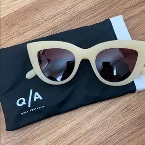 Quay sunglasses cat eyes with case trendy grunge